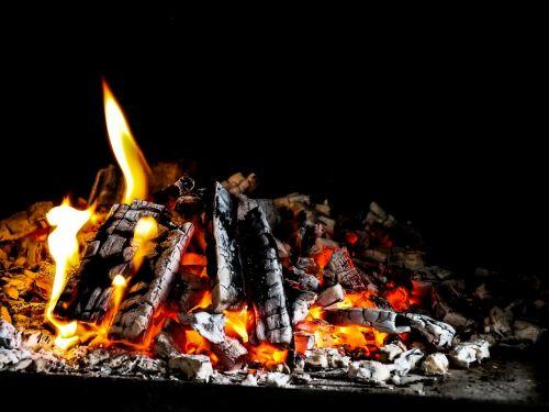 suliepsnoti, šiluma, židinys, karštas, džiaugsmo ugnis, laužavietė, pabaiga, degios, deginti, tamsa, dūmai, prekinis ženklas, energija, anglies, rizika, malkos, šiltas, šviesa, įsižiebti, kuro, Ugnis, degtukai, liepsna, lengvesnis, rungtynės, žvakės, angelai, padaryti ugnį, švytėjimas, temperatūra, juoda, briketai, mediena, tinkamai deginti, garai, Uždaryti, deginimas, rūkymas, medžio ugnis, ugnies liepsnos ugnis, dūmų ugnis, ugnis liepsna, heiss, nuotaika, orkaitė, ugninė krosnis, medienos deginimo krosnis, atvira ugnis, orkaitės ugnis, Iš arti, be honoraro mokesčio