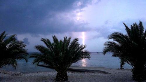 flash thunderstorm beach