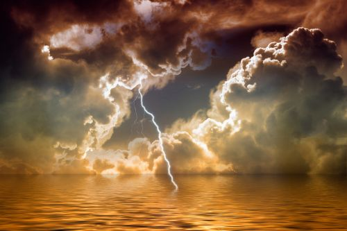 flash thunderstorm clouds