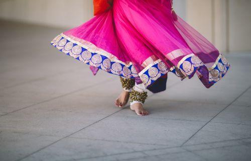 grindys,žmonės,moteris,šokiai,pėdos,suknelė,apranga,kostiumas,apranga