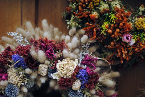floral wreath decoration