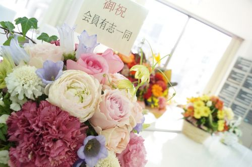 flower arrangement congratulations gift
