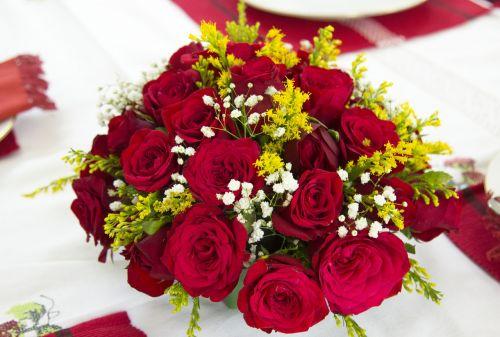 gėlių puokštė,rožė,gėlė,raudona gėlė,raudonos rožės išdėstymas,vestuvių gėlės,išdėstymas,gėlių puokštė,gėlių puokštė,puokštė