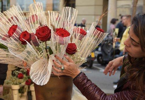 flower girl  sant jordi  roses