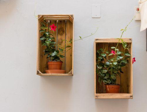 flowerpot box wall