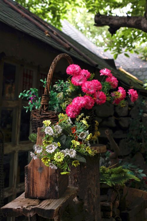 gėlės,krepšelis,lauke,stendas,medinis,pavasaris,žalias,augalas,žiedas,gamta,gėlių,puokštė,spalvinga
