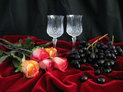 flowers glasses grapes