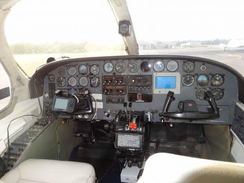 fly cockpit aviation