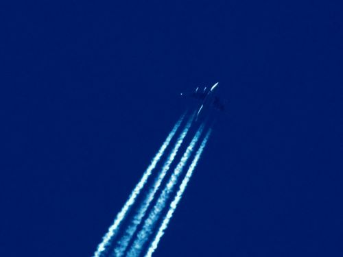 flying aircraft contrail