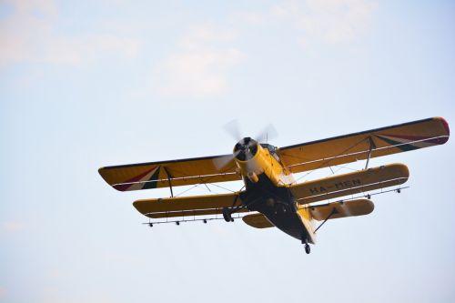 flying spraying flight