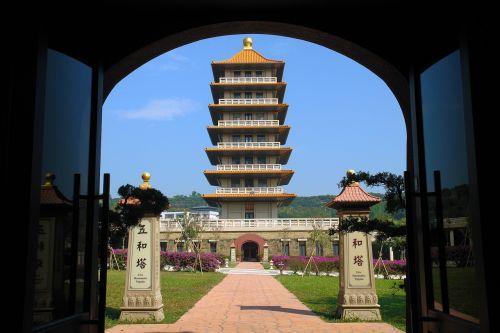fo guang shan stupa the door