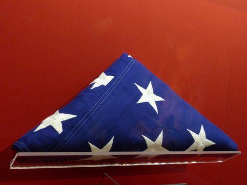 amerikiečių & nbsp, vėliava, žvaigždės, juostelės, sulankstytas, trikampis, rodyti, raudona, balta, mėlynas, patriotinis, patriotizmas, amerikietis, vėliava, didžiuojasi, sulankstyta vėliava