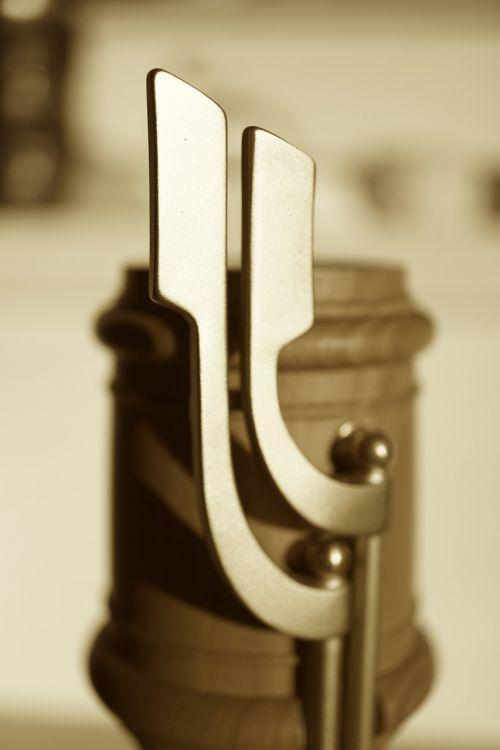 folding flute valves