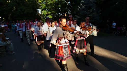 folklore dance vocal