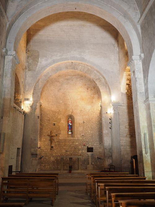 fontaine-de-vaucluse church notre-dame-de-fontaine-de-vaucluse
