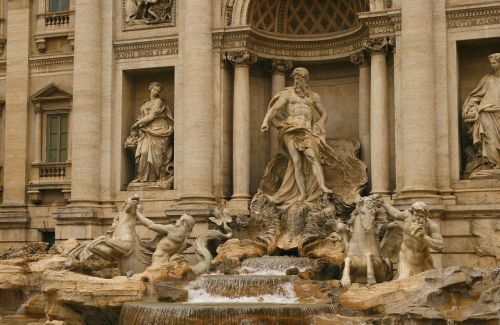fontana trevi statue