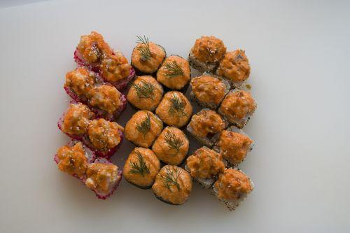 food sushi rolls