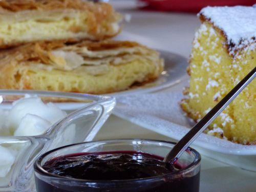 food cake jam