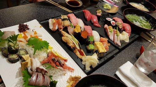 food  sushi  tuna