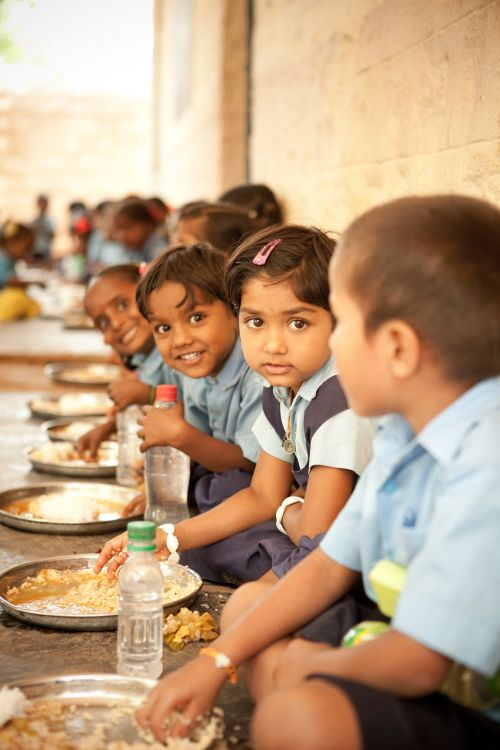 food for hungry children mid day meal happy children