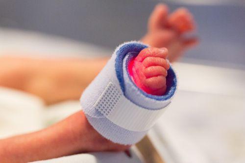 foot preemie child