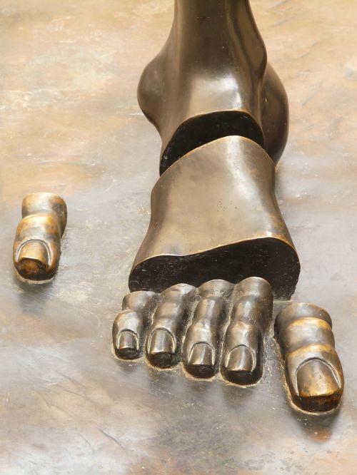 foot sculpture figueres