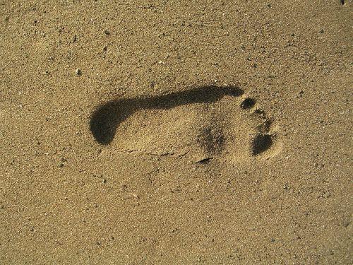 foot print sand sea