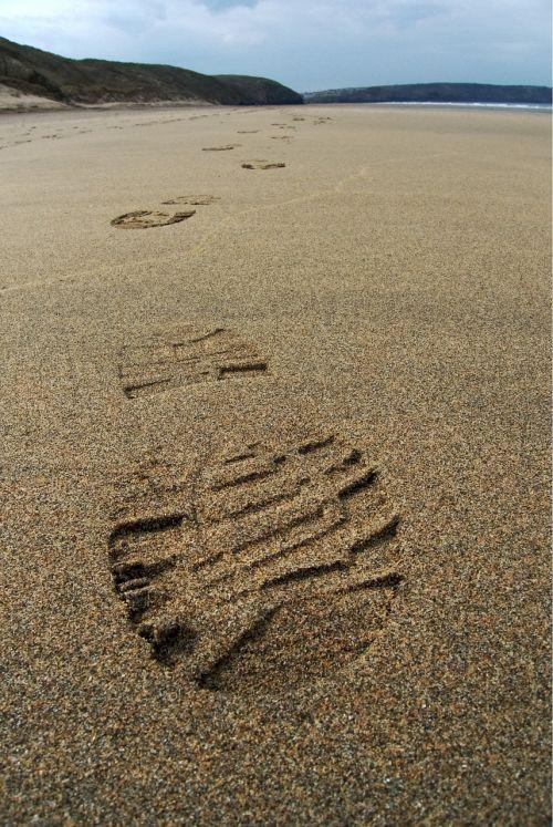 pėdsakas,smėlis,trasa,spausdinti,pėdos,boot,papludimys,kelionė,kelionė,vaikščioti,vaikščioti,žingsnis,kelionė,protektorius,atstumas,progresas,kelionė,Pabegti,kelionė,kraštovaizdis,kelias,sunku,toli,nuotykis,tyrinėti,įrodymai,ženklas,raktas