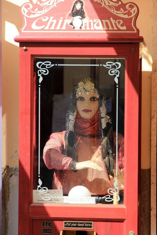 fortune teller figure slot machine