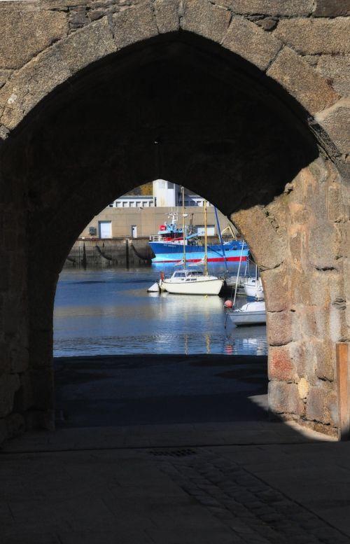 fouesnant door wharf
