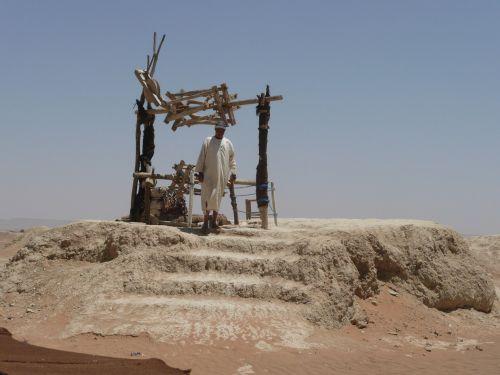 fountain water desert
