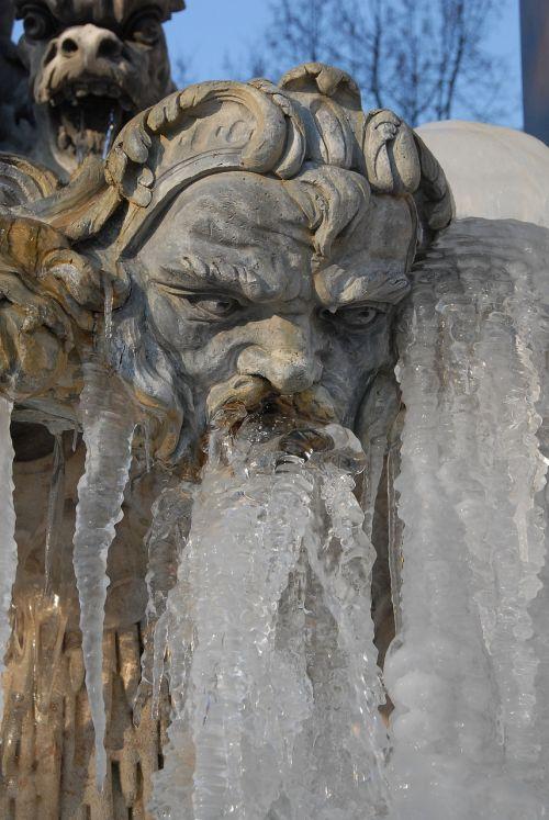 fountain statue neptune