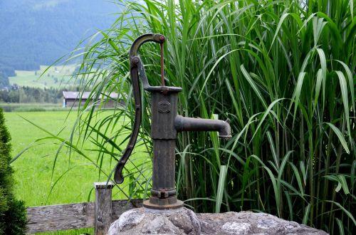 fountain pump water