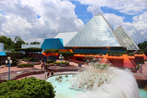 fountain pyramid glass