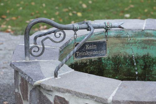 fountain drinking water water fountain