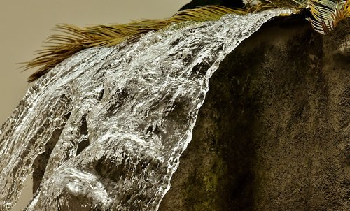fountain  water  flow