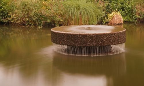 fountain water pond