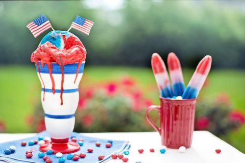 liepos ketvirtoji,Liepos 4 d .,Nepriklausomybės diena,raudona balta ir mėlyna,šventė,liepa,4-as,liepos 4 d .,ketvirtas,nepriklausomumas,raudona,mėlynas,amerikietis,šventė,patriotinis,ledai,popsicles,gydo,indulgencija,laimingas,patriotizmas,laisvė,šventinis