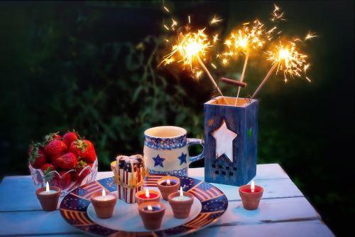 liepos ketvirtoji,Liepos 4 d .,sparklers,žvakės,patriotinis,liepa,4-as,ketvirtas,nepriklausomumas,amerikietis,šventė,usa,šventė,patriotizmas,liepos 4 d .,švesti,tradicinis