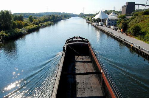 frachtschiff freighter channel