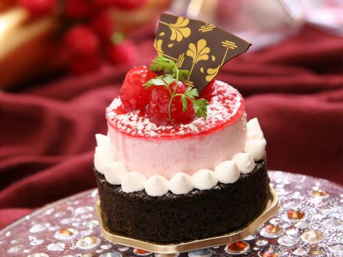 france confectionery raspberry cake