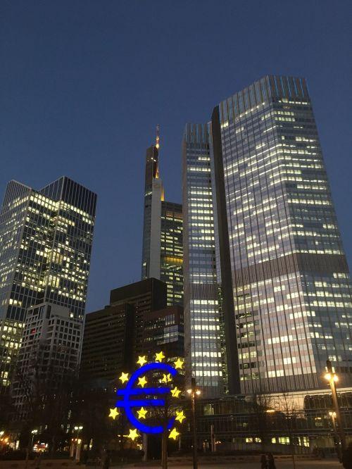 frankfurt skyline evening