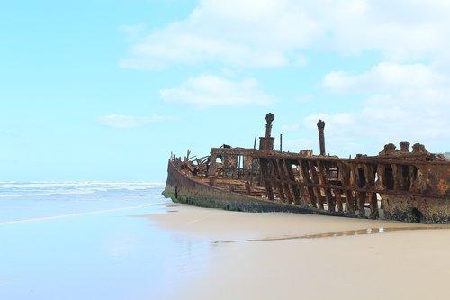 fraser island  shipwreck  queensland
