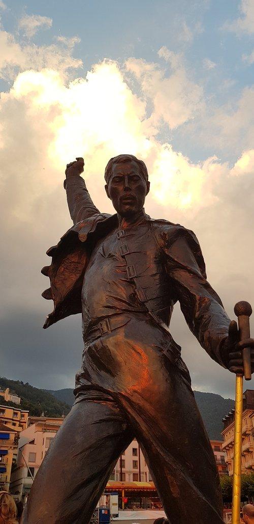 freddy mercury  montreux  statue
