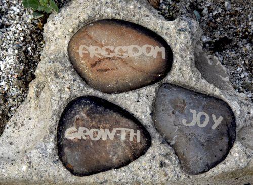 laisvė, augimas, džiaugsmas, gyvenimas, tikslas, patvirtinimas, akmenys, ženklas, laisvės augimo džiaugsmas
