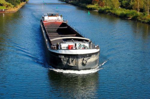freighter frachtschiff channel