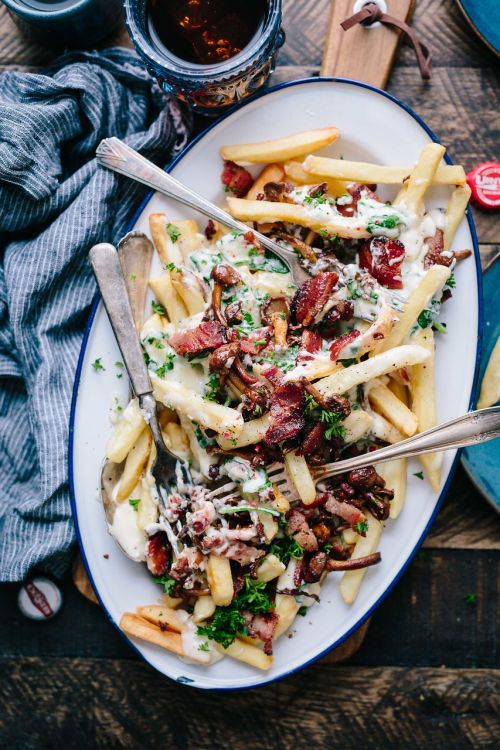 french fries plate toppings