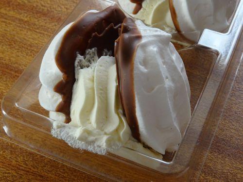Fresh Cream Meringue Cake