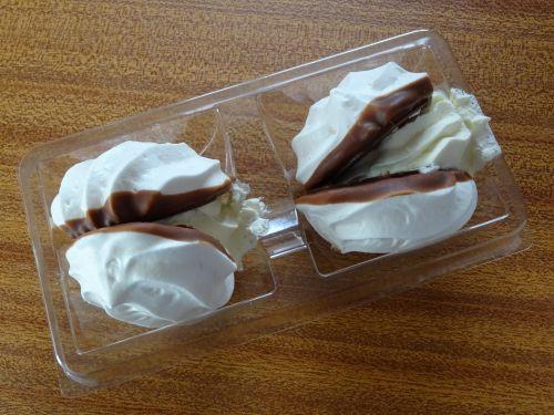 Fresh Cream Meringue Cakes