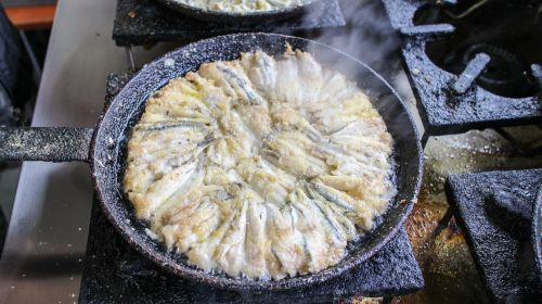 fried anchovy frying pan cooking